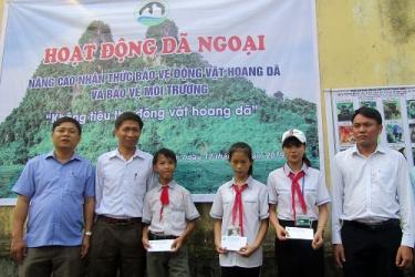 Dã ngoại nâng cao nhận thức bảo vệ động vật hoang dã và môi trường cho học sinh vùng đệm VQG Phong Nha – Kẻ Bàng
